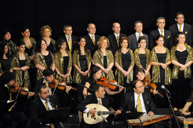 Sanata büyük değer veren Altun, aktif olarak koro çalışmalarına da katılıyor. 2010 yılında düzenlenen Zülfü Livaneli Besteleri Özel Konseri'nden bir kare...